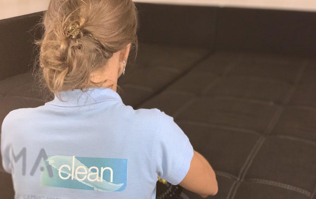 чистка дивана на дому сотрудниками компании MAclean
